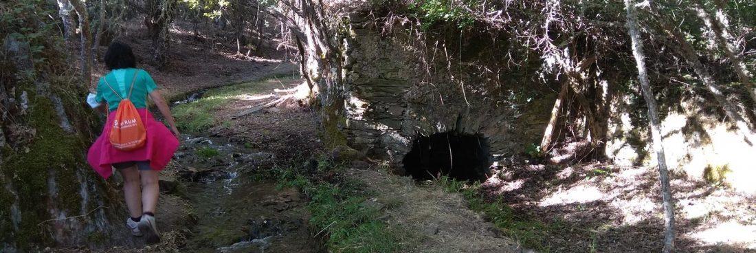 Senderistas por la ruta de los Molinos hasta la Cueva de la Mora
